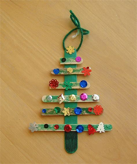Christmas Tree Craft | mommyapolis
